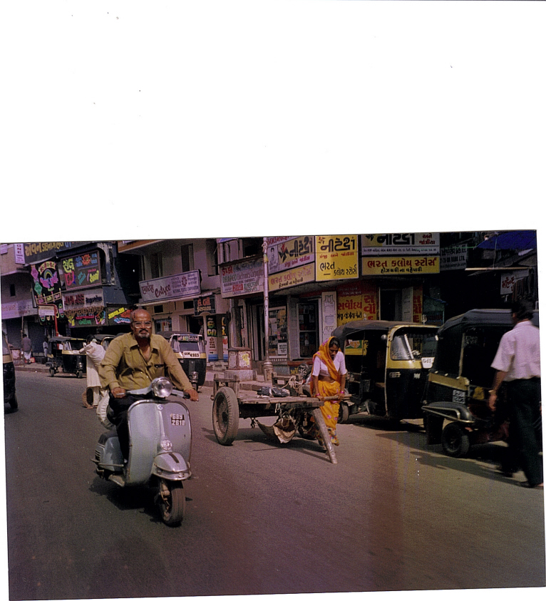 woman pulling cart on Ahmedabad street