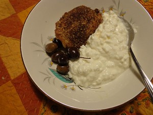 olives, cold Mid-East chicken and cottage cheese